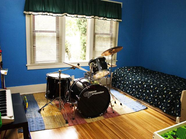 09front_bedroom.jpg