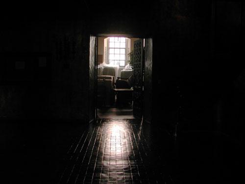 gold-rm-doorway.jpg