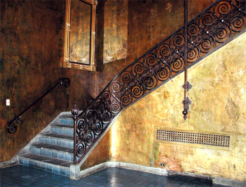 gold-rm-stairs.jpg